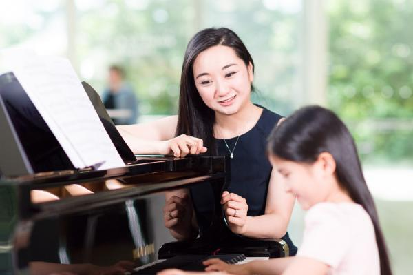 Piano Teacher Courses - piano teacher with student