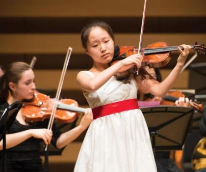 Violinist and Taylor Academy student Alice Lee